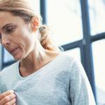 Diese 5 Tipps helfen bei Hitzewallungen