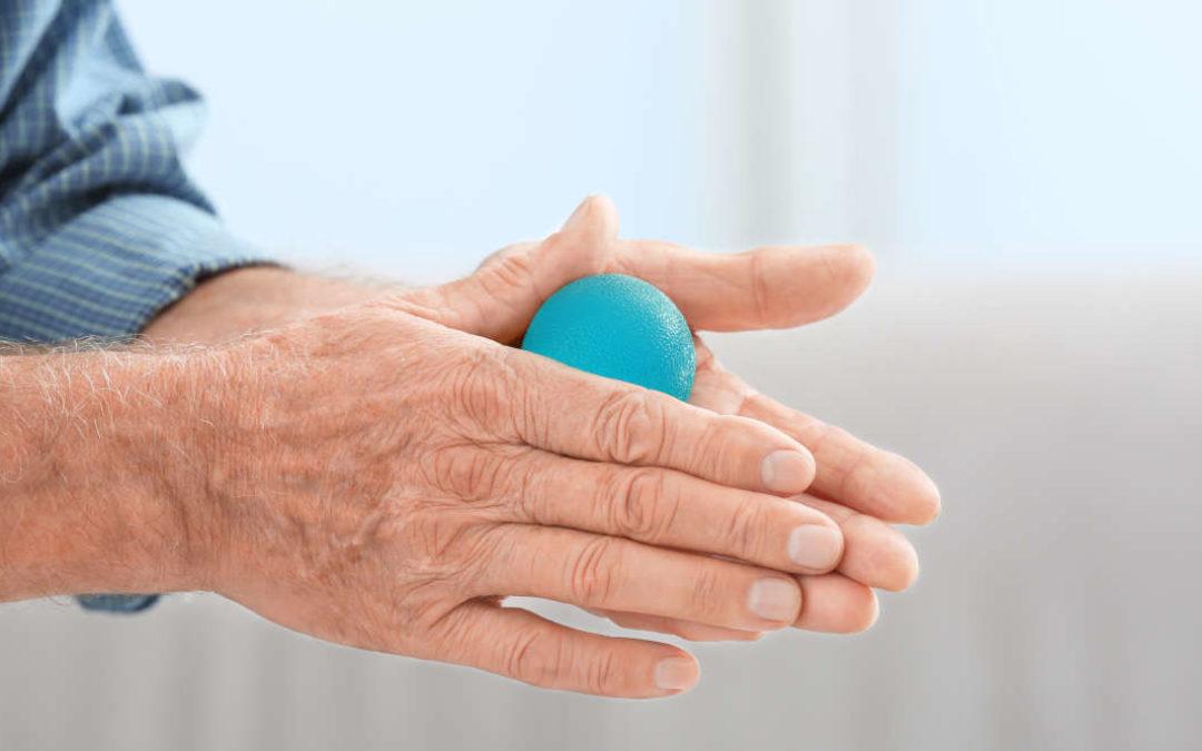 Die besten Übungen bei steifen Händen