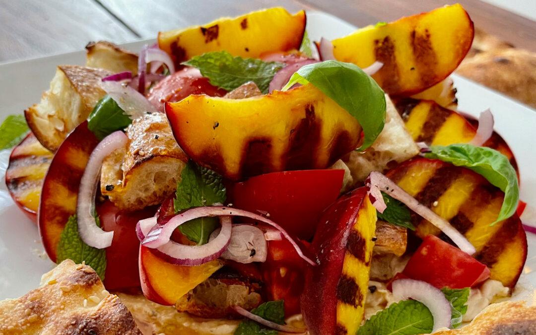Salatrezept: Gegrillte Pfirsiche mit Tomaten  und Granatapfel-Dressing